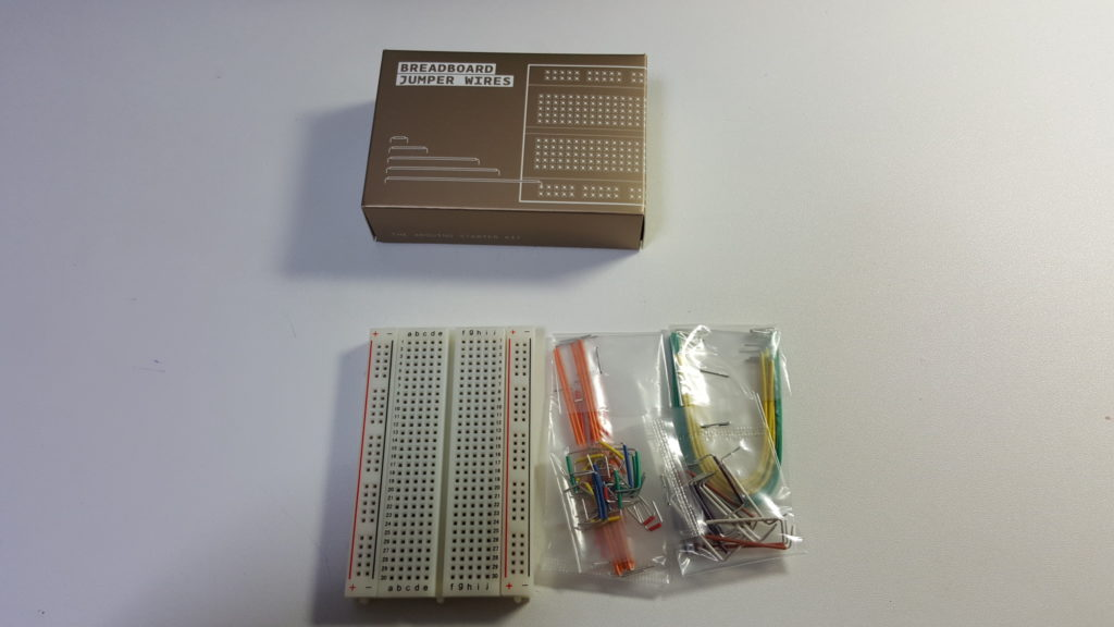 The Arduino Starter Kit BREAD BOAD / JUMPER WIRES